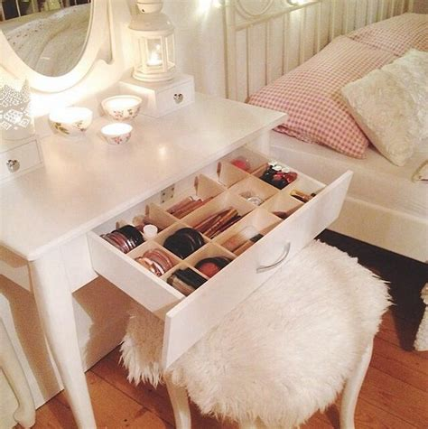 Where To Put Vanity In Bedroom by 17 Best Ideas About Corner Makeup Vanity On