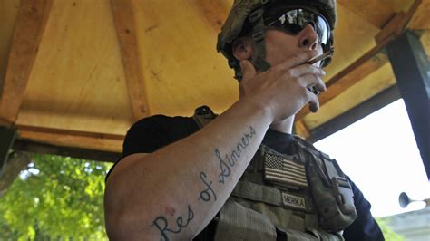 tattoo army of two army bars new recruits with conspicuous tattoos the two