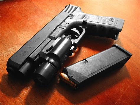glock 19 4 tactical light the 5 best tactical lights for glocks reviews 2018