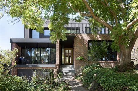 contemporary update    brick house  melbourne