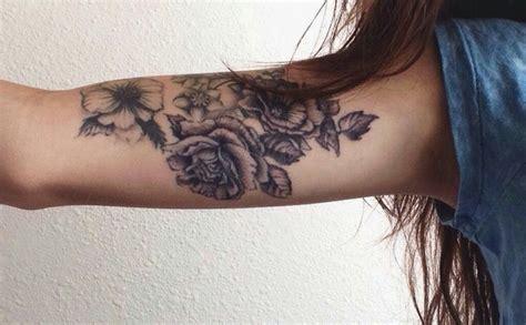 tattoo on inner arm pain inner upper arm tattoo flowers ink pinterest