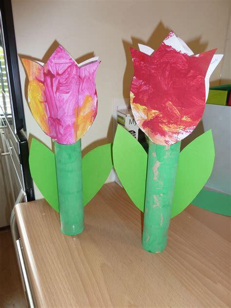 bloemen maken van wc rollen een tulp gemaakt van een keukenrol knutselen met