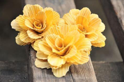 membuat kerajinan bunga dari kulit jagung 9 kerajinan bunga dari kulit jagung yang cantik