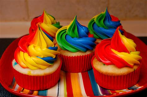 cupcake color birthday cake rainbow colored cupcakes