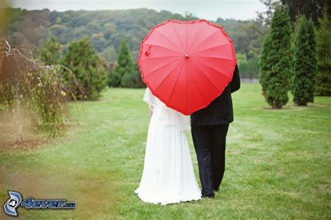 couple wallpaper with umbrella couple with umbrella