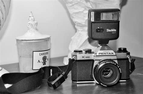 Kamera Nikon Warna Putih gambar hitam dan putih satu warna alat kamera refleks kamera digital perak gambar foto