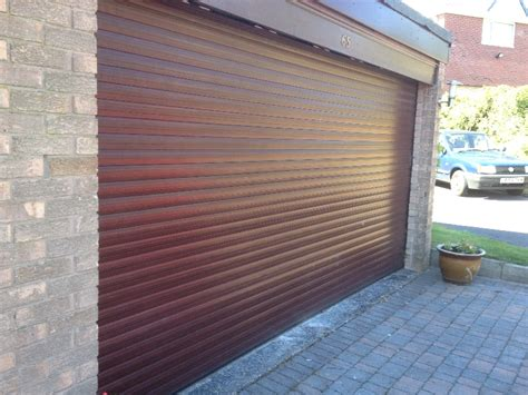the benefits of insulated roller garage doors