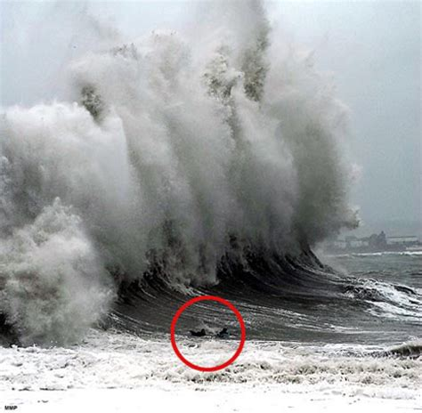 huge surf by cornwall, uk | surftherenow.com