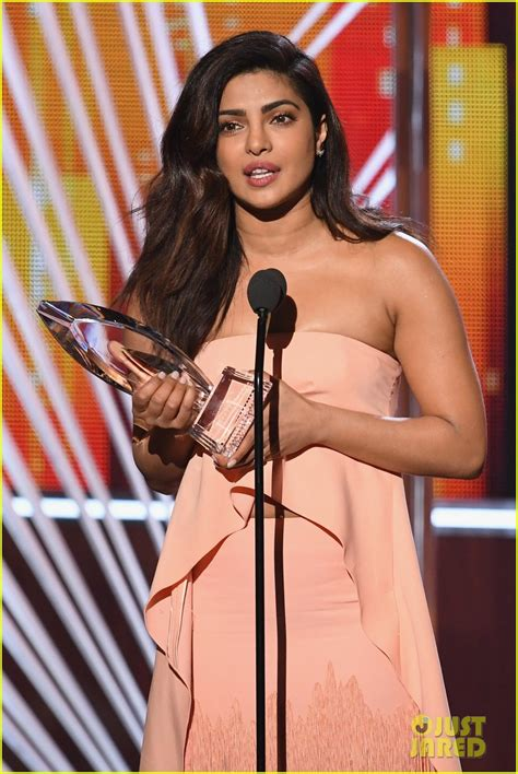 quantico actress list priyanka chopra accepts favorite dramatic tv actress after