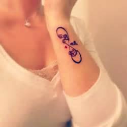 tatuajesd infinito con corazones y nombre signo infinito e iniciales nombre y coraz 243 n tatuajes
