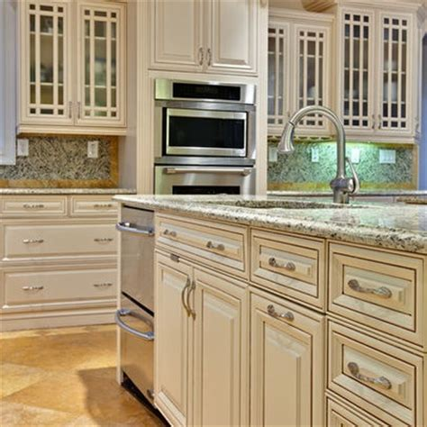 cream kitchen cabinets with glaze cream glazed kitchen cabinets design ideas pictures