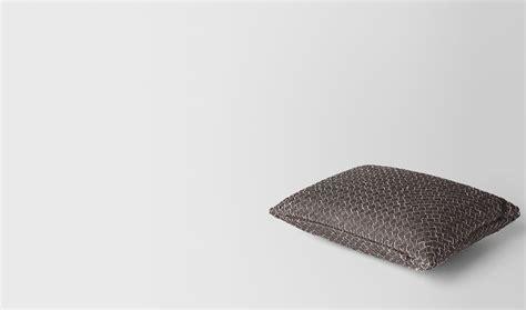 veneta cuscini bottega veneta 174 cuscino rettangolare in intrecciato