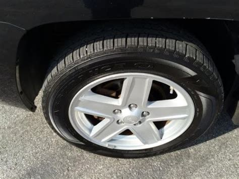 Jeep Compass Tires Sell Used 2008 Jeep Compass Sport Suv 4 Door 2 4l 4wd 4x4