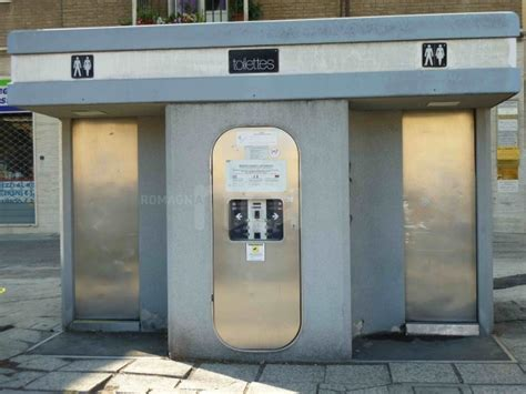 bagni autopulenti tre bagni pubblici tra le vie cittadine livorno 24