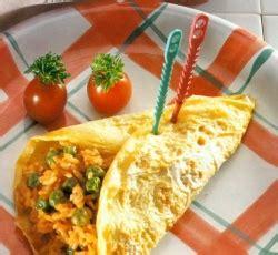 cara membuat telur dadar gulung isi nasi nasi goreng sembunyi dalam telur dadar nusantara food