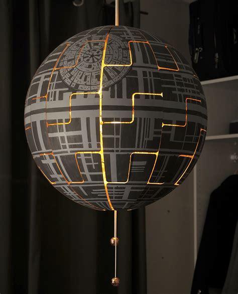 une lampe ikea transformee en etoile de la mort de star wars