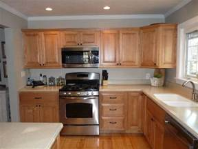kitchen wall colors with maple cabinets example of honey maple cabinets with benjamin moore revere