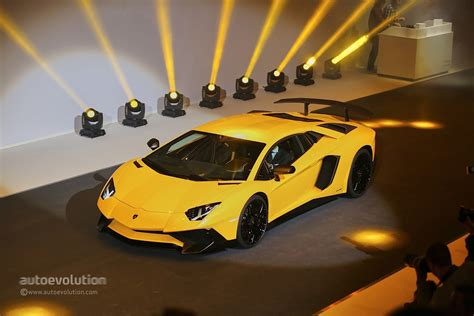 How Fast Is The Lamborghini Aventador The Incredibly Fast Lamborghini Aventador Superveloce Is