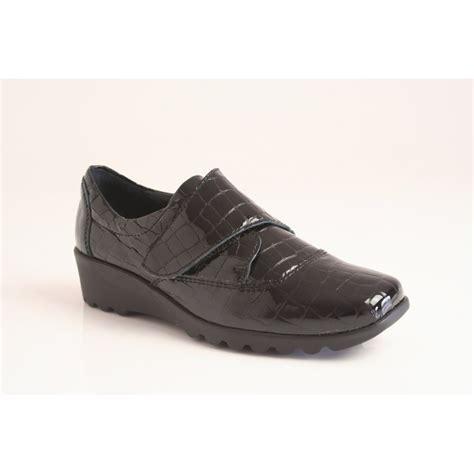 josef seibel black croc print leather shoe with