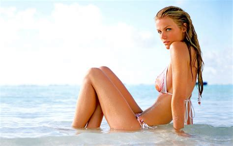 new themes hot celebrities in hot bikini brooklyn decker