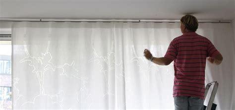 glasgordijnen ophangen gordijnroede monteren