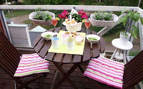 arredare piccolo balcone arredare il balcone in primavera idee e suggerimenti