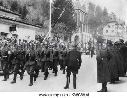 Deutsche Soldaten Auf Dem Marsch In Litauen 1941 Stockfoto