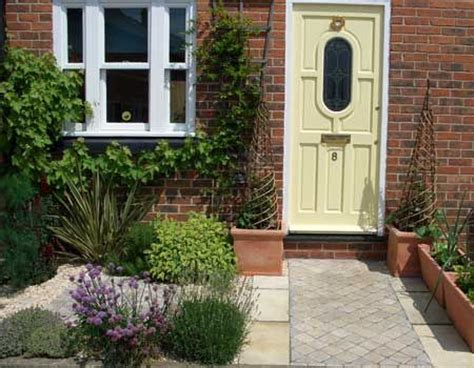 ideas for a small front garden best 25 small front gardens ideas on front