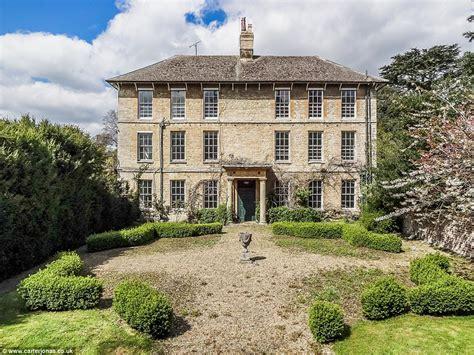 house needs mansion on blenheim estate up for rent but needs 163 3m of
