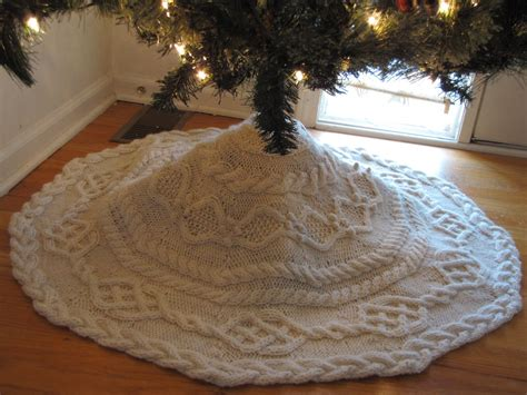 cable christmas skirt cable tree skirt knitting pattern