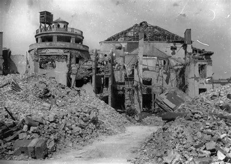 world war ii battles zoo bombed ruins rubble berlin zoo germany 1945 world war photos