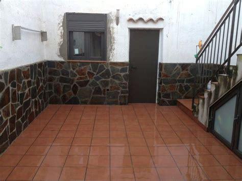 foto colocaci 243 n de ventana y z 243 calo de piedra de jura 2 - Zocalo Ventana