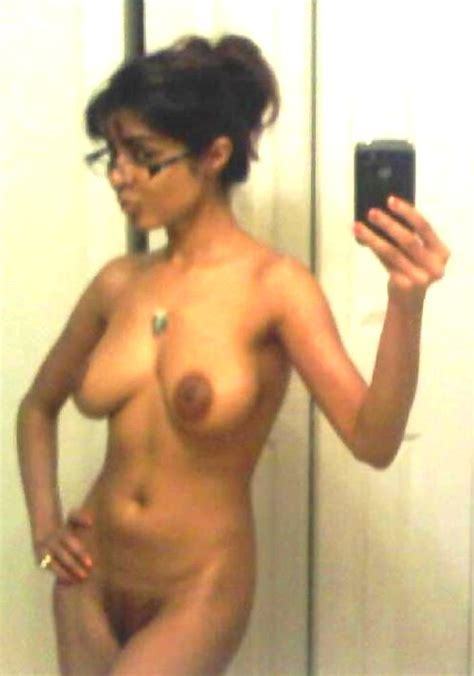 Indian Milf With Superb Body Taking A Naked Selfie Hotmirrorpics Com
