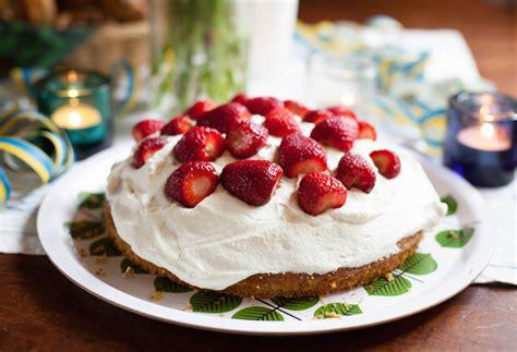 Reader Recipe Swedish Strawberry Cake by Swedish Strawberry Cake With Cardamom Foodie Underground