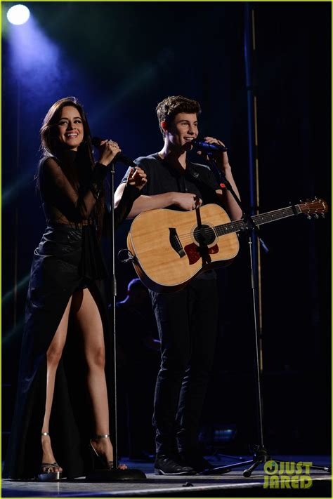 who is performing on new years shawn mendes denies a performs with camila cabello on nye 2016