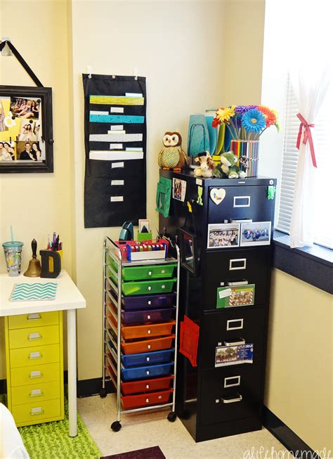 Mrs Dyer S First Grade Classroom Reveal Classroom Desk Organization