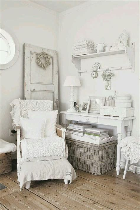 cottage style magazine table 3165 best images about shabby chic decor on pinterest