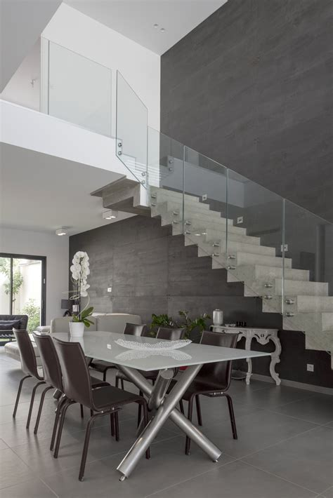 Escalier Maison Contemporaine escalier b 233 ton avec garde corps verre maison contemporaine