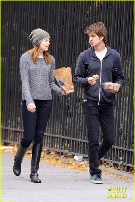 emma stone và andrew garfield emma stone and andrew garfield for a walk on tuesday