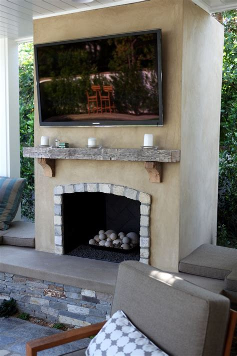 smooth stucco fireplace  lompoc cobblestone