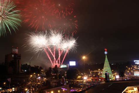 imagenes de navidad en guatemala el 193 rbol gallo enciende la navidad en guatemala y celebra