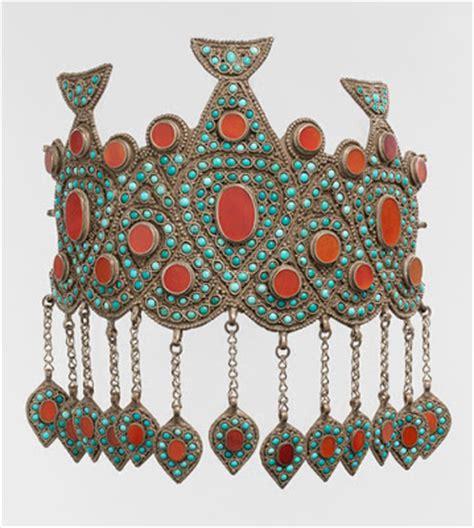 uzbek journeys: turkmen jewellery at new york's