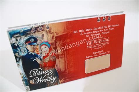 desain undangan pernikahan kalender meja undangan pernikahan islami unik model kalender meja dan notes