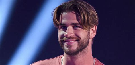 curtains hairstyle liam hemsworth s new look goes viral shemazing