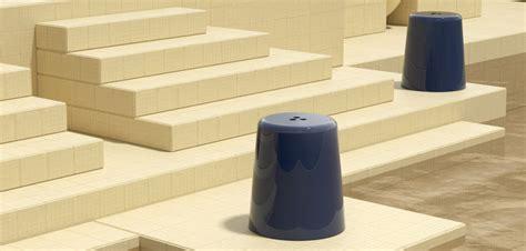 taburetes minimalistas dowel jones presenta sus nuevos taburetes minimalistas