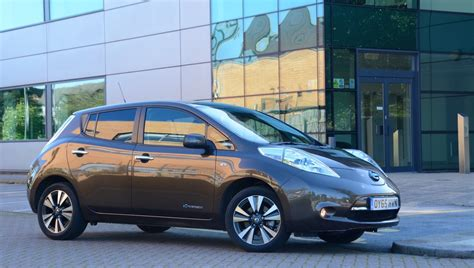 nissan green nissan leaf 30kwh review greencarguide co uk