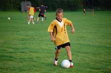 imagenes niños jugando futbol ni 241 os jugando al f 250 tbol 14 descargar fotos gratis