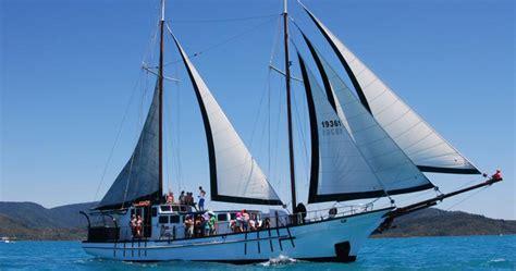 sailing boat whitsundays new horizon whitsundays sailing adventure rtw backpackers