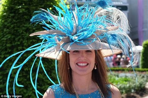 hats with fans on them kentucky oaks fans turn out in record numbers as lovely