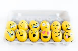 diy emoji easter eggs that make us very grinning face